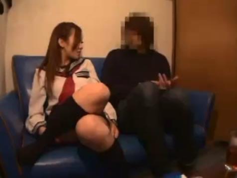 JKピンサロ嬢が金欠の男性客に本番を値切られ中出しされるSEX erovideoかわいいJK女子校生の制服無料アダルト動画