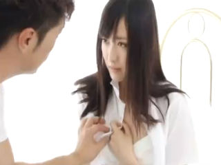 荒れ狂う激しいセックスで天使のように純粋無垢で透き通る肌の美少女JKのオマンコを汚す erovideo かわいいJK女子校生の制服無料エロ動画
