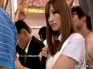 色気ムンムンのやば可愛いJKギャルが電車で痴漢に手マンでぐしょ濡れにされてハメられる erovideo かわいいJK女子校生の制服無料エロ動画
