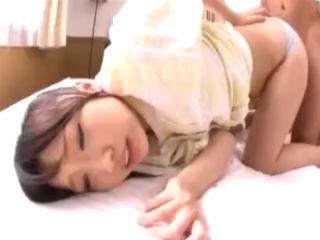 健康的な美少女JKの美尻のパンツの隙間からおチンチンを挟み込んで尻コキしてザーメンをぶっかけちゃう erovideo かわいいJK女子校生の制服無料エロ動画
