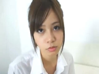 綺麗で大きい胸をしゃぶられマンコをびちょびちょ音立てながらクンニされて激しく感じてしまうアジア系ハーフの清純美少女JK erovideo かわいいJK女子校生の制服無料エロ動画