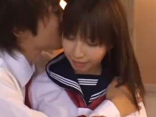 放課後の学校の教室で男子高校生の彼氏と緊張感を味わいながら激しくセックスするセーラー服の激カワJK erovideo かわいいJK女子校生の制服無料エロ動画