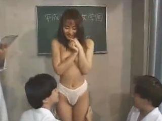 学園のマドンナの美人JKが男性教師たちの研究材料になり敏感な性感帯の感度チェックされてから中出しSEXで気持ちよすぎてイっちゃう erovideo かわいいJK女子校生の制服無料エロ動画