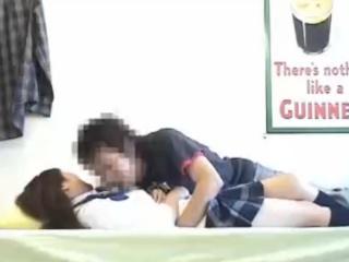 部屋にカメラを仕込んでナンパし連れ込んだ現役女子高生とのセックスの一部始終を盗撮 erovideo かわいいJK女子校生の制服無料エロ動画