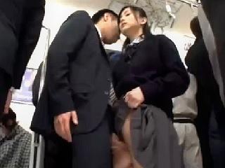 電車の中で勉強をしていた美人JKにチンコを見せつけ痴漢する変態サラリーマンが大胆にも全裸にして生挿入セックスのあと大量顔射 erovideo かわいいJK女子校生の無料エロ動画