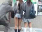 変質者に突然スカートめくりされる街頭や公園の素人制服女子高生たち erovideo かわいいJK女子校生の制服無料エロ動画
