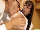 母親に内緒で父親に近親相姦で会社の同僚が見ている前なのにレイプされまくりメガネに精子をかけられる真面目な爆乳メガネJK erovideo かわいいJK女子校生の制服無料エロ動画