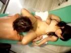 母親と初めて来たエステでイケメンマッサージ師に潮吹かされながらハメられ悶えちゃうウブな制服黒髪JK erovideo かわいいJK女子校生の制服無料エロ動画