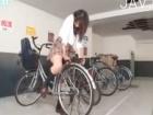 自転車に乗っている最中にムラムラしちゃってサドルに股間を擦りつけてオナニーしちゃう制服JK erovideo かわいいJK女子校生の制服無料エロ動画