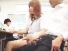 授業中に隣の男子高校生のチンポが気になり周りにバレないように手コキして抜く巨乳ギャル女子校生 erovideoかわいいJK女子校生の制服無料エロ動画