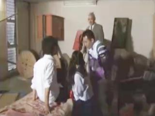 体育館倉庫でいちゃいちゃする高校生カップルを狙い彼氏を縛りつけセーラー服JKの方を3Pレイプしまくる極悪教師 erovideoかわいいJK女子校生の制服無料エロ動画