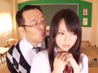 学校にて、スク水の美少女、綾音ゆりあ出演のFC2無料gal動画。学校でこっそりセックスしてたのが変態教師に知られてしまい親に報告すると脅されながら保健室でスク水でエッチなことさせられちゃう美少女女子高生 綾音ゆりあ/吉村卓 FC2