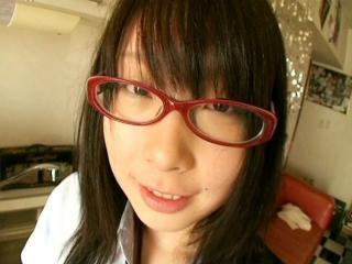 赤いメガネをかけた貧乳のかわいい義理の妹と義兄の近親相姦SEX 小谷ちあき FC2 かわいい制服女子校生JKの無料エロ動画