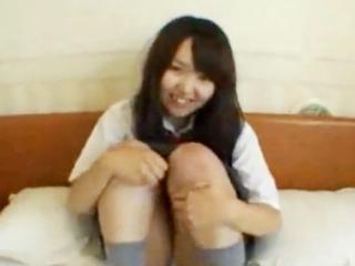 清純そうに見えて実はヤリマンの素人女子校生とホテルでハメ撮り援交セックス FC2 かわいい制服女子校生JKの無料エロ動画