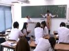 落書きの罰として学校の教室で裸にされて恥辱プレイされちゃう哀れな制服JK 裏アゲサゲかわいいJK女子校生の制服無料エロ動画