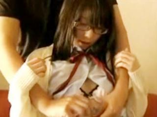 メガネをかけた真面目そうだけどエッチなことが大好きな女子校生の義理の妹と禁断セックス FC2 かわいいJK女子校生の制服無料アダルト動画