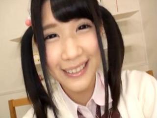 かわいい女子校生たちがカメラの前でおまんこを弄りまわしながらオナニーをしてイキまくっちゃう FC2 かわいい制服女子校生JKの無料エロ動画