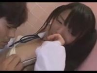 清純なツインテールのカワイイ黒髪JKが公衆トイレで男に拉致られて処女喪失 erovideo かわいい JK 女子校生の制服無料アダルト動画