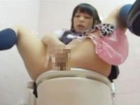 盗撮カメラに潮をぶっかけちゃうほどトイレで激しくオナニーする黒髪のロリJK 小西まりえ Pornhub かわいいJK女子校生の制服無料アダルト動画