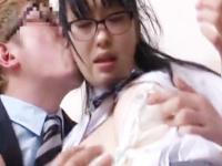 家にまでついてきた金髪のストーカー男に自宅でレイプされる真面目JK RED TUBE かわいい制服女子校生JKの無料エロ動画