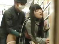 媚薬をたっぷりと塗られたチンポを挿入されて狂ったようにイキまくる黒髪JK ShareVideos かわいいJK女子校生の制服無料アダルト動画