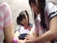 女の子が大好きなロリJK同士がお互いのパイパンマンコを弄り合うレズプレイ Pornhub かわいい制服女子校生JKの無料エロ動画