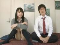 AV鑑賞をしていた高校生カップルが我慢できなくなってお部屋でセックス erovideo かわいいJK女子校生の制服無料アダルト動画