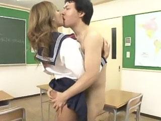 誰もいなくなった教室でスタイル抜群な激カワギャルJKに誘惑されてセックスするM男な男性教師 RUMIKA FC2可愛いJK女子校生の無料アダルト動画