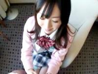 ノリノリの清純女子校生に巨根チンポを挿入してハメ撮りセックスするおじさん FC2 かわいいJK女子校生の制服無料エロ動画
