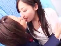 制服茶髪JKが年上清楚系お姉さんをナンパして外から見えない密室で襲うレズSEX JavTube かわいい JK 女子校生の制服無料アダルト動画