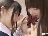 自分のママと親友とイチャイチャレズエッチで感じまくるロリJK 愛須心亜 裏アゲサゲ かわいいJK女子校生の制服無料アダルト動画