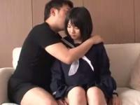 おっさんにねっとり体中を舐められて困惑しちゃう素人JKの援交セックス erovideo かわいい制服女子校生JKの無料エロ動画