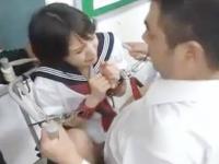 教室の椅子に拘束されてクラスの男子たちに連続で中出しされまくる女子校生の屈辱セックス 裏アゲサゲ かわいいJK女子校生の制服無料エロ動画