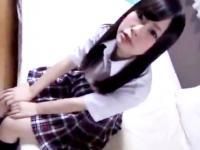 色白で華奢な素人パイパン女子校生がおじさん2人のチンポを咥えてくれるハメ撮り3Pセックス ShareVideos かわいい制服女子校生JKの無料エロ動画