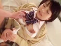 電マをクリトリスに当てながら子宮をピストンされて悶えまくっちゃう素人ロリJKのハメ撮りセックス ShareVideos かわいい制服女子校生JKの無料エロ動画