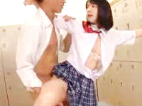 ヤンキー男子に更衣室で迫られてパイパンマンコを突かれまくっちゃう女子校生のセックス 鈴木心春 erovideo かわいい制服女子校生JKの無料エロ動画