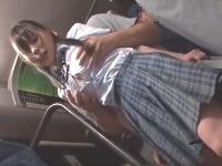 満員のバズの乗客に紛れて後ろからおじさんにオッパイを揉まれると腰が砕けるほど感じて一緒に途中下車しちゃう敏感女子校生のイケナイエッチ PonhubかわいいJK女子校生の制服無料アダルト動画