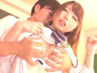 放課後の教室を掃除する超ミニの制服美少女を誘ってその場でエッチさせてもらう同級生男子 JavyNowかわいいJK女子校生の無料エロ動画