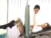 検診に来た病院の分娩台でお股を広げられてパイパンなアソコをエロ医師に好き放題されるロリ女子校生 小咲みお erovideoかわいいJK女子校生の制服無料アダルト動画