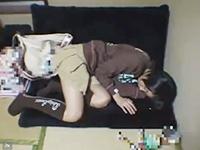 掲示板で見つけた家出少女に睡眠薬を飲ませて身動きが出来なくなった少女を犯す鬼畜男の無理やりセックス erovideo かわいいJK女子校生の無料エロ動画