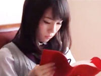 読書が趣味のおっとり系美少女JKの巨乳をいやらしく揉んでいくテクニシャンお兄さんのセックス JavyNowかわいいJK女子校生の制服無料エロ動画