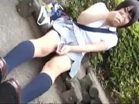 ありえないくらい短いスカートの制服に着替えさせて野外でたっぷりとパンチラを楽しませてもらうフェチビデオ ShareVideosかわいいJK女子校生の制服無料アダルト動画
