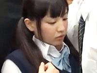 ギュウギュウ詰めの満員電車の中で密着してた目の前のサラリーマンに周りの目もお構いなしに犯されちゃう巨乳JKのセックス ShareVideosかわいいJK女子校生の無料エロ動画