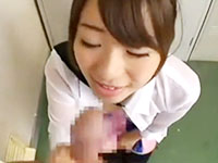 ロッカールームでおチンチンを欲しがるノーブラの巨乳JK彼女が彼氏をフェラして手コキでイカちゃう 初美沙希 ShareVideosかわいいJK女子校生の制服無料アダルト動画