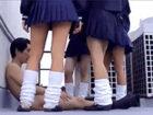 気弱そうな男を屋上に呼びだし全裸にしてセンズリを強要するドSなギャルJKたち XVIDEOSかわいいJK女子校生の制服無料エロ動画