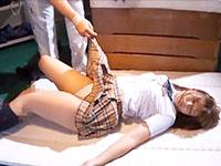 夜の学校の体育倉庫で同級生男子達とおじさんにスマホで撮影されながらレイプされるちょいポチャ体型の女子校生 JavyNowかわいいJK女子校生の無料エロ動画