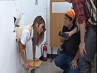 壁にハマってしまった可愛いギャル系JKを前から後ろからパコっちゃう男子たち AIKA erovideoかわいいJK女子校生の制服無料エロ動画