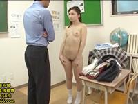 男性教師に土下座で謝らされても許してもらえず裸にされて教室でエッチされちゃうロリ系JKたち JavyNowかわいいJK女子校生の制服無料エロ動画