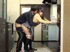 制服のままキッチンで料理してる可愛い妹JKのパンチラに欲情してガマン出来ずに迫っちゃうお兄ちゃんの近親相姦セックス JavyNowかわいいJK女子校生の制服無料エロ動画