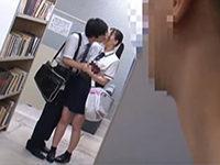 図書館で彼氏とイチャついてキスなんかしてたからおじさんにお仕置きセックスされる制服女子校生 JavyNow